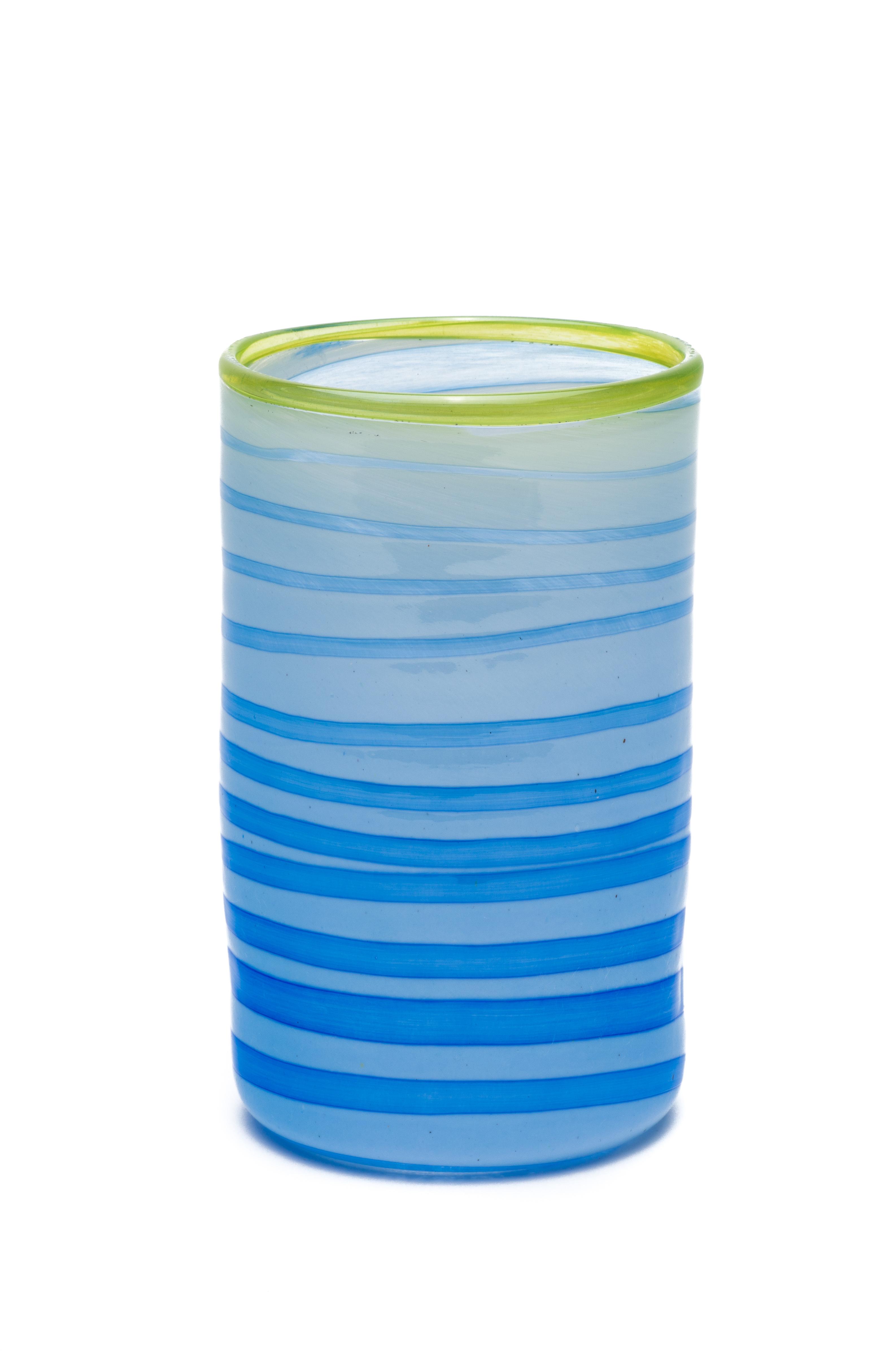 lys blå med blå spiral og grønn